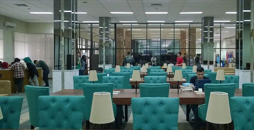 perpustakaan-di-president-university-bikin-mahasiswa-betah-berlama-lama-di-dalamnya