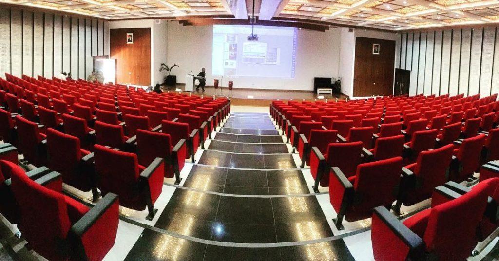 intip-megah-dan-mewahnya-auditorium-telkom-university