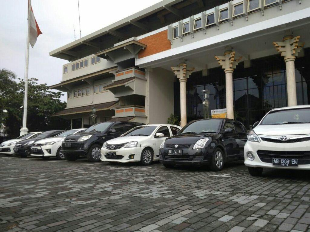 wow-parkir-mobil-berdasarkan-warna-uajy-jadi-trending-topic