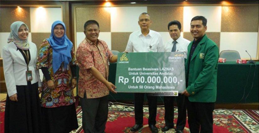 Bank Syariah Mandiri Serahkan Beasiswa Rp100Juta Bagi 50 Mahasiswa Terpilih Unand