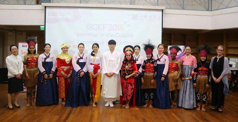 Mahasiswi Asal UNAIR Kenalkan Tarian Khas Indonesia Di Korea Selatan
