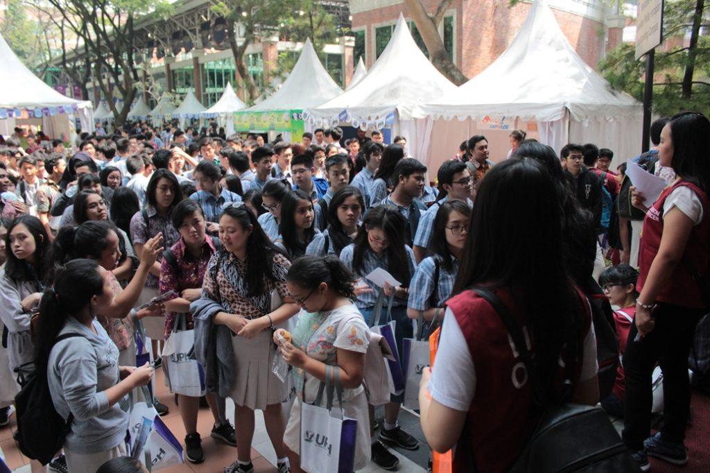 uph-beri-layanan-private-consultation-dan-campus-tour-pada-siswa-di-open-day-uph-festival-25