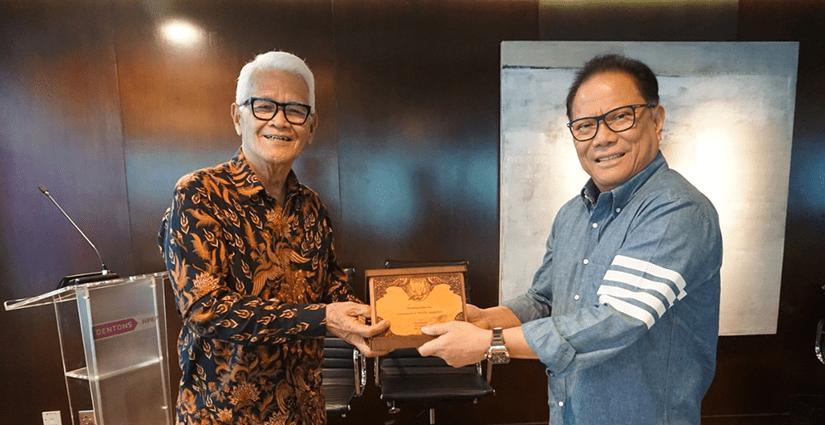 FH UPH Jalin Kerjasama Dengan Dentons HPRP Law Firm